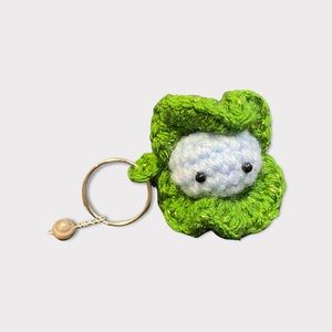 🆕 Crocheted Oyster Keychain with Freshwater Pearl